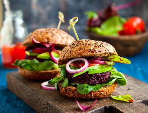 """Selon un rapport de Bloomberg Intelligence, le marché des produits d'origine végétale connaîtra une """"croissance explosive"""" et atteindra 162 milliards de dollars d'ici 2030."""
